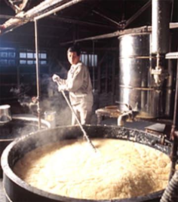 この道40年以上のベテラン石鹸職人・桶谷正廣さん